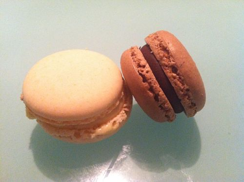 trader joe's vanilla and chocolate macarons